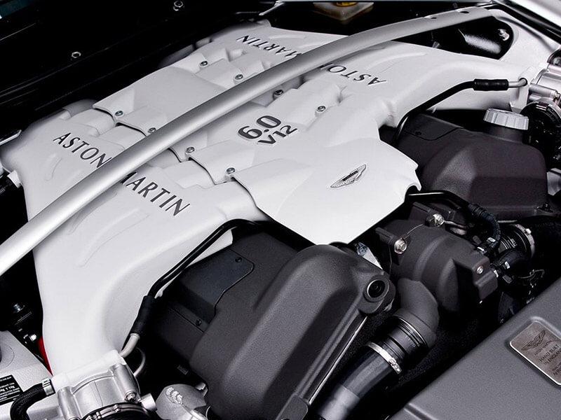 Aston Martin motor v12