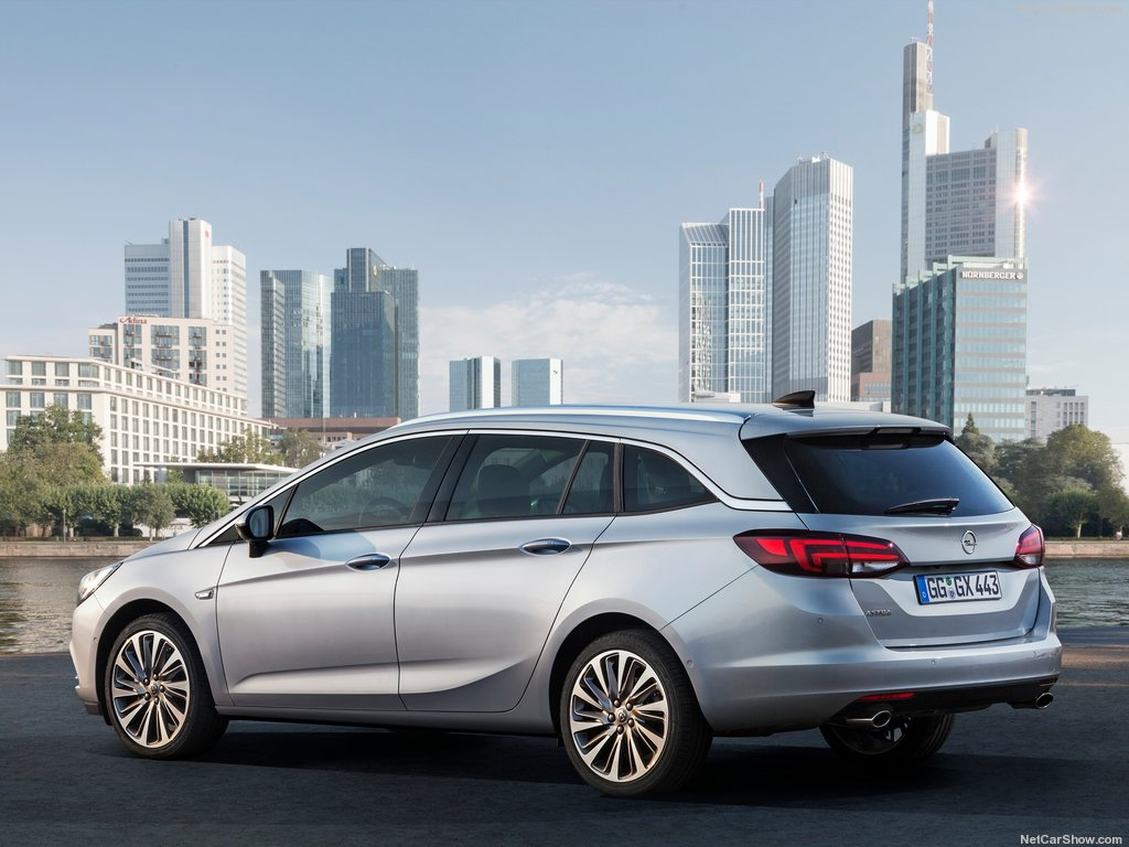 Opel-Astra_Sports_Tourer-2016-6