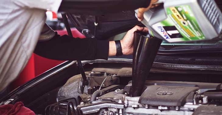 Sipanje motornog ulja
